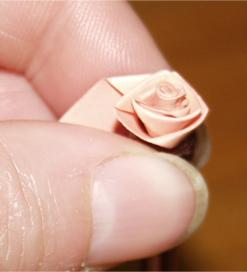 making-a-folded-paper-rose (7K)